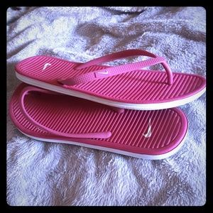 Pink nike flops